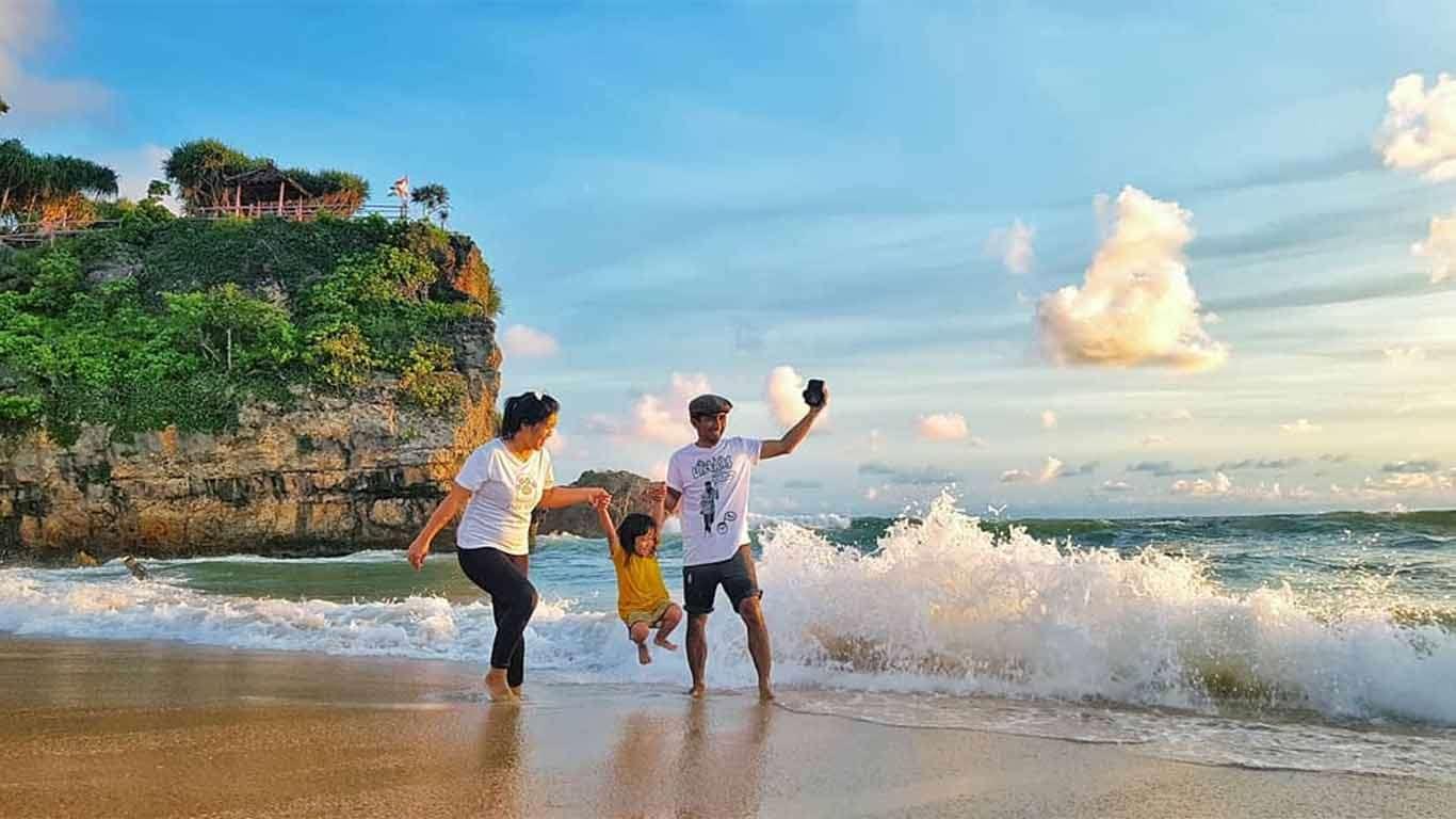 Harga Tiket Masuk Pantai Drini Yogyakarta