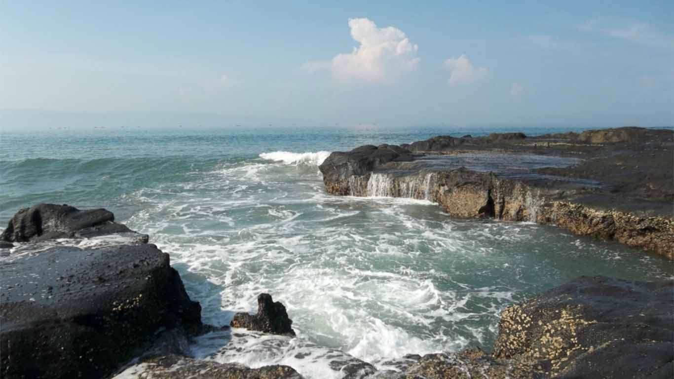 penginapan murah di pantai karang hawu