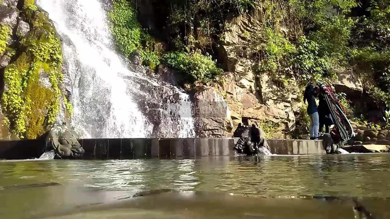 Air Terjun Sumuran atau Air Terjun Seloproojo