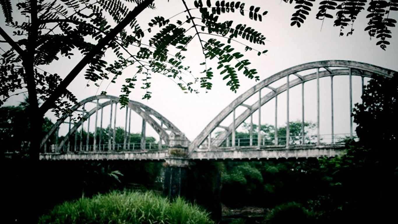 Jembatan Lengkung Surabayan