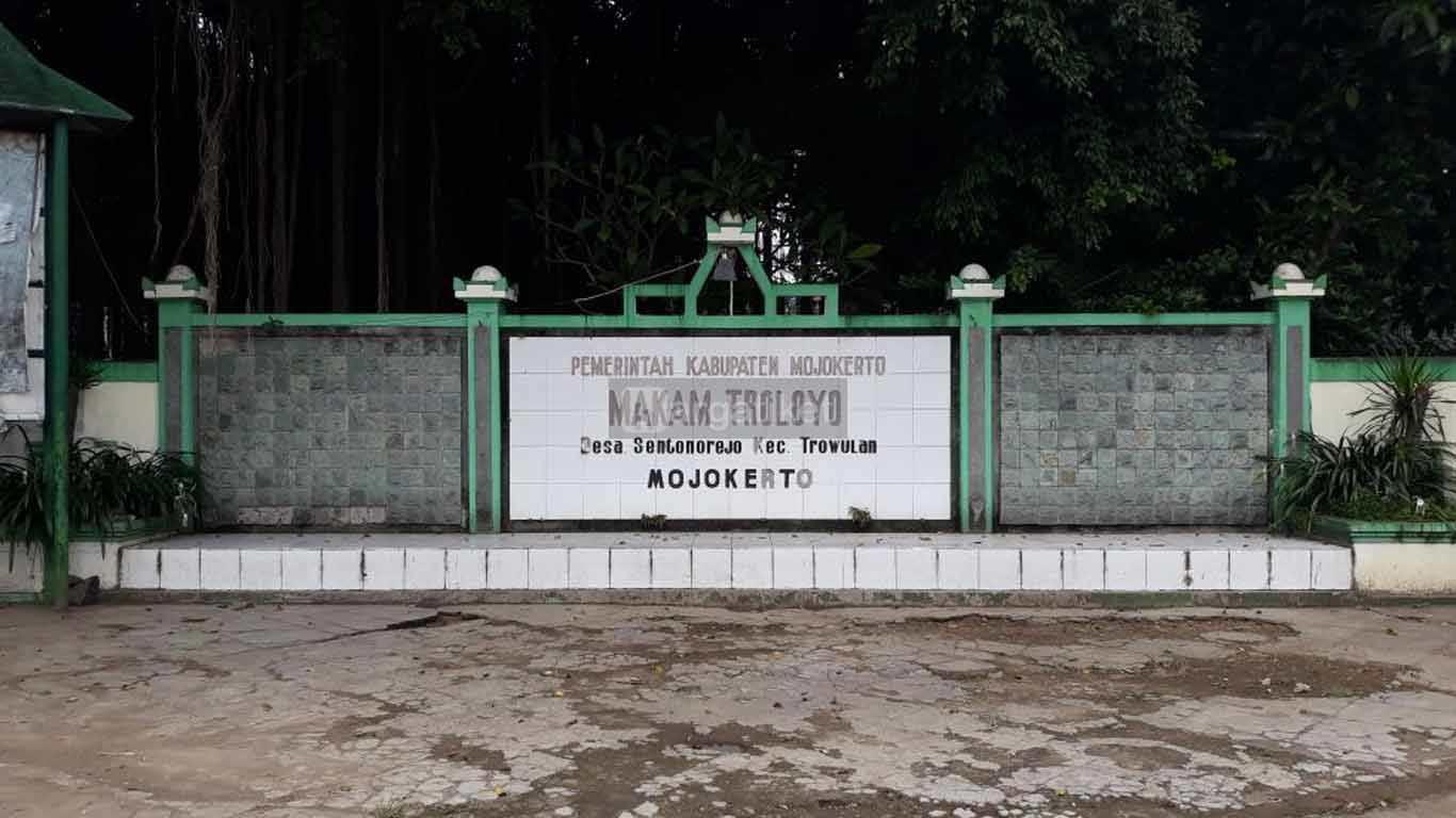 Makam Troloyo Mojokerto
