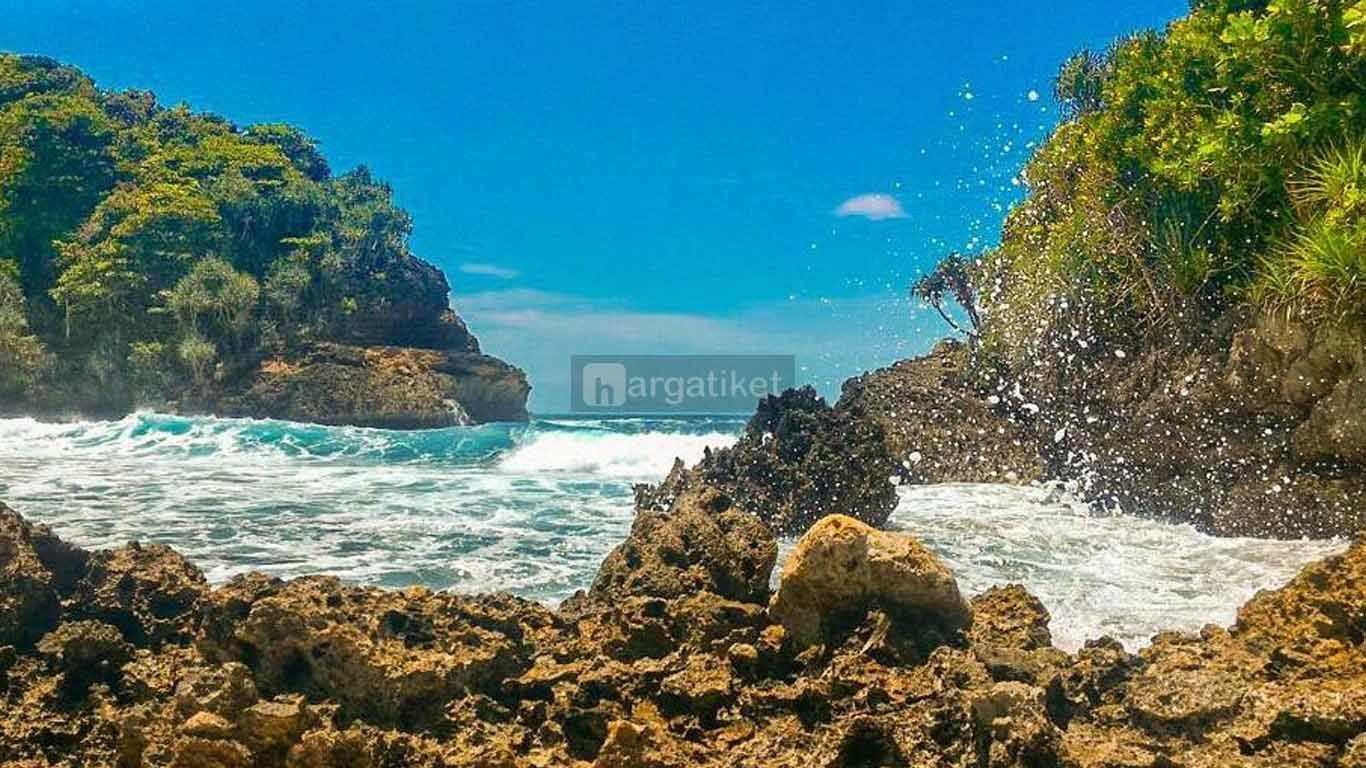 Pantai Batu Batik