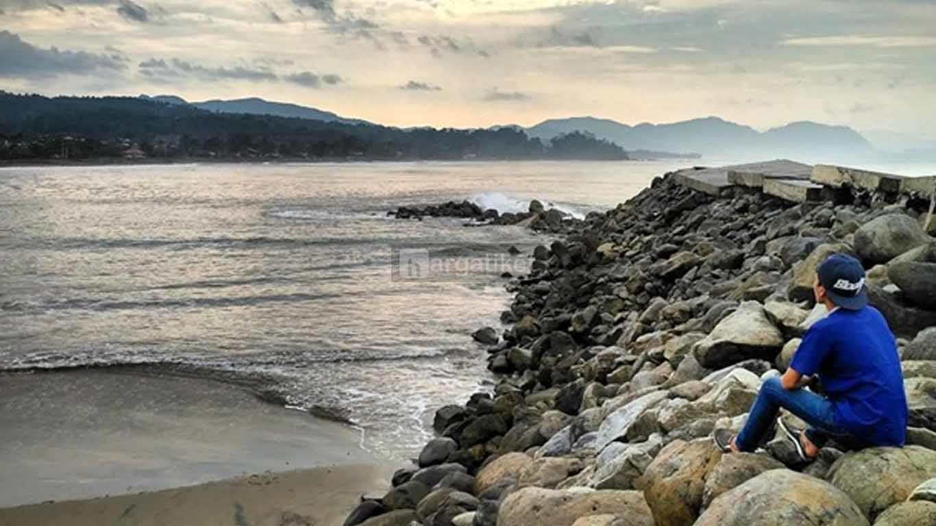 Pantai Pajagan Cisolok