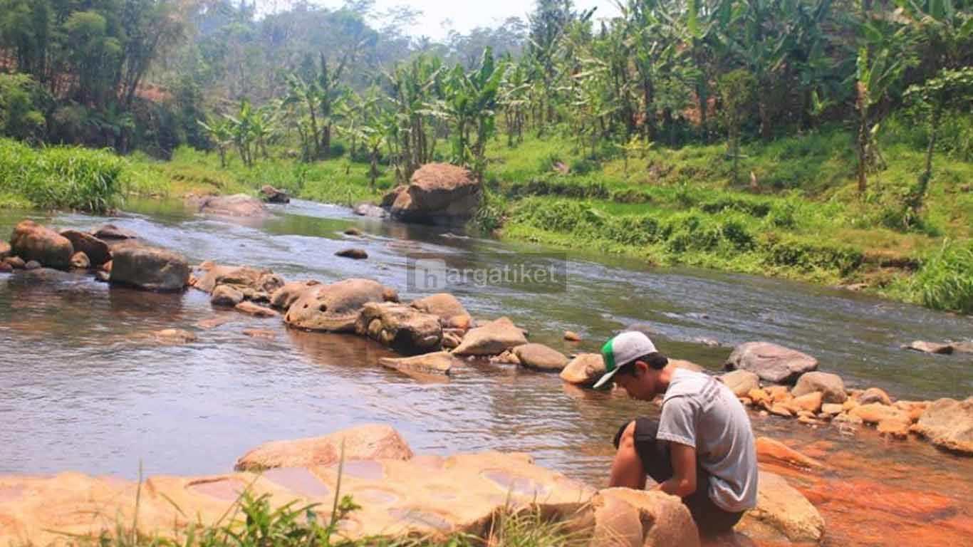 Pemandian Air Panas Desa Tiris