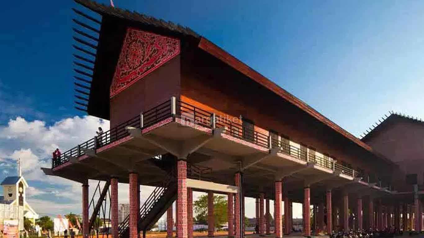 Rumah Adat Radakng Dayak Kalimantan Barat