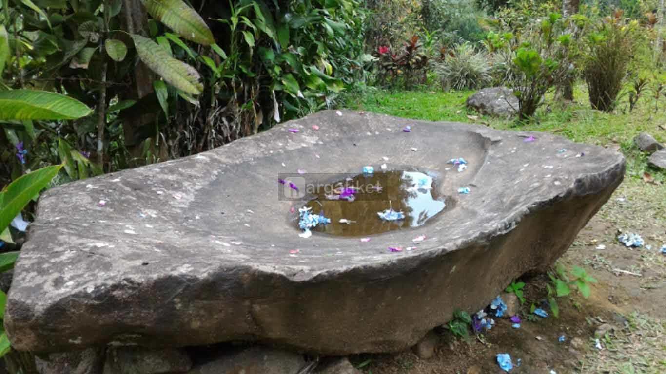 Situs Batu Kujang dan Cikahuripan