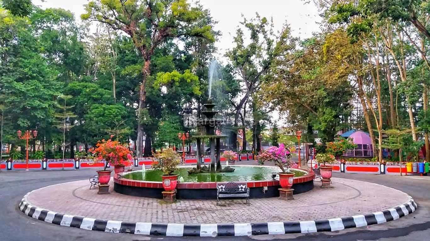 Taman Kebon Rojo atau Kebonrojo