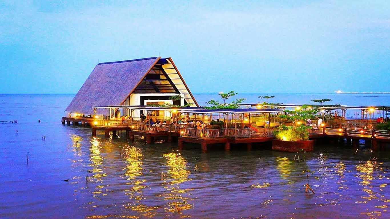 √ 6 Tempat Wisata di Cirebon yang Hits + Gambar