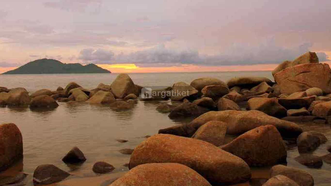 pulau tempat wisata bahari di kalimantan barat