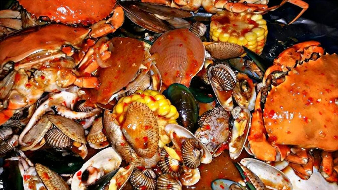 Kuliner Ikan Laut Segar di Pantai Depok