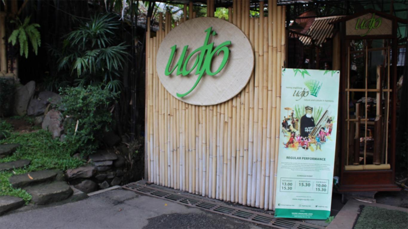 Wisata Kuliner Dapoer Angklung