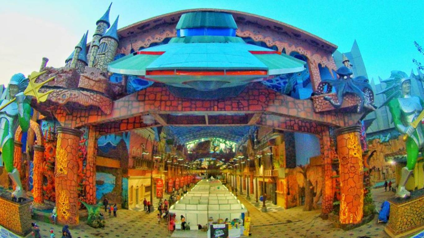 Atlantis Land Surabaya