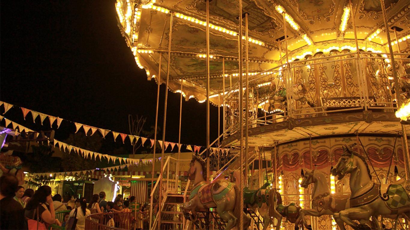 suroboyo night carnival park