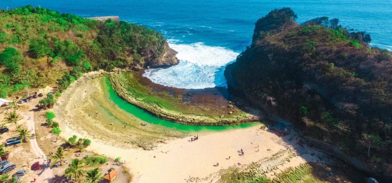Harga Tiket Pantai Batu Bengkung