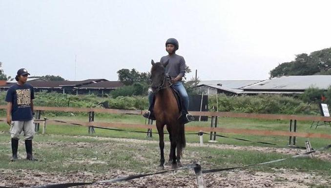 Menunggang Kuda Guci